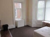 Large bright, clean bedsit with own modern kitchen in much sought after Shawlands location.