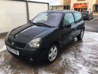 Black Renault Clio 1.5 dci