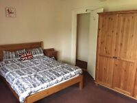 Large 1-bedroom flat, short walk to city centre, fully-equipped kitchen, £450pw, viewings possible