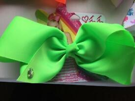 One green jojo bow & 2 jo jo bow holders