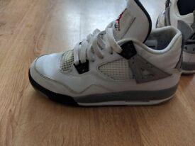 Retro Nike Jordan's cement 4