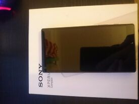 Sony Xperia Z5 Compact Black Graphite 32GB + Accessories ***MINT***UNLOCKED*** for Iphone