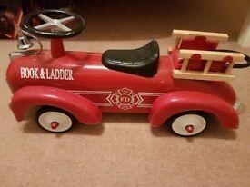 Hook & ladder reteo ride on fire truck