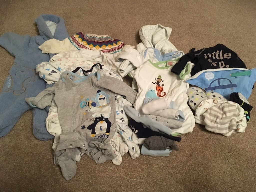 Small bundle of unisex clothes 0 3 monthsin Walton on Thames, SurreyGumtree - Small bundles of unisex baby clothes. 0 3 months 1 blue cuddly sleep coat 5 sleep suits 2 vests 1 cardigan socks 1 t shirt 2 hats 1bib 2 pairs slippers