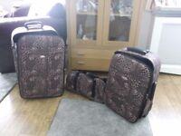 SET OF 2 SUIT CASES & BAG