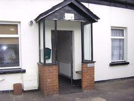 TO LET : TWO BEDROOM GRADE II LISTED COTTAGE. HEYBRIDGE