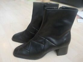BRAND NEW but No Box - Ladies Black Ankle Boots from Stead & Simpson Size 8 - Collect PE27