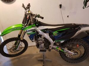 250 DIRT BIKE. For sale . Best offer with EXTRAS