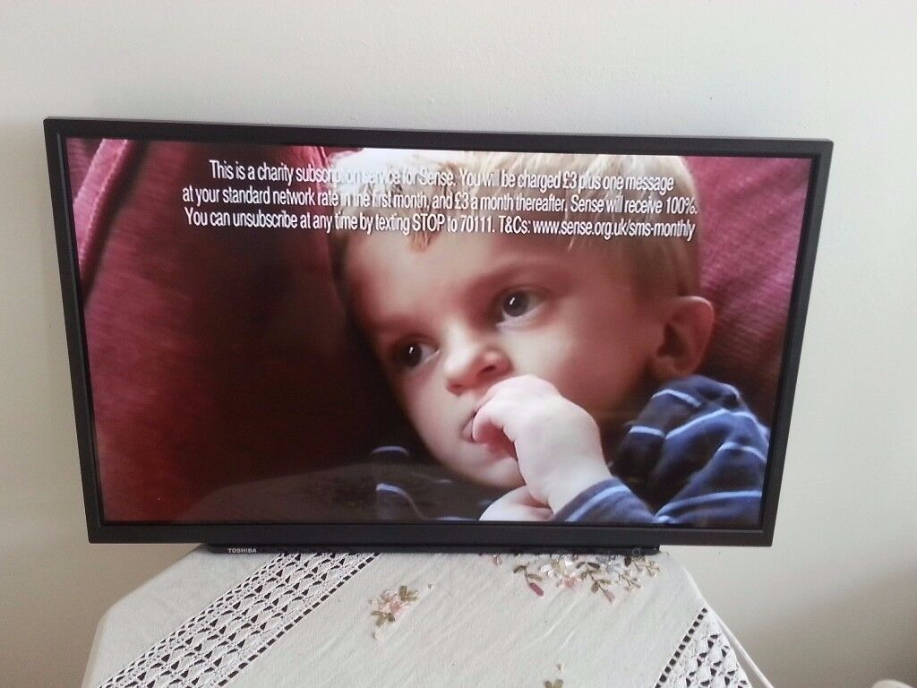 Toshiba 32D1533D 32 Inch HD LED TV with Integrated DVD Player