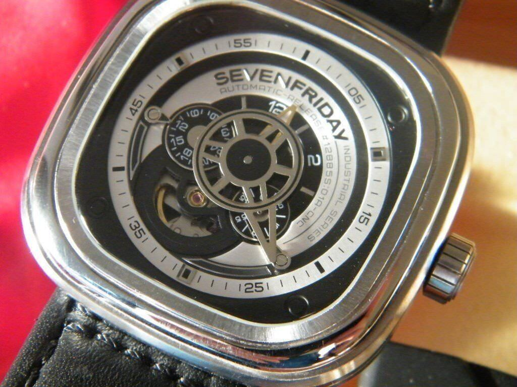 Genuine SevenFriday P1B/01 automatic watch. Fully boxed A1 condition.
