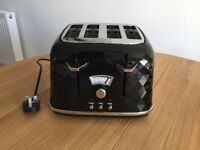 BRAND NEW Black DeLonghi 4 slice brillante Toaster (still in box)