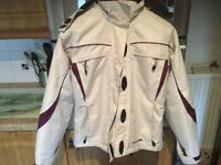 TRESPASS waterproof cream ski jacket age 13/14 or size 10. Lots of pockets cosy and IMMACULATE.