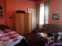 Spacious westend room available for rent £83/pw