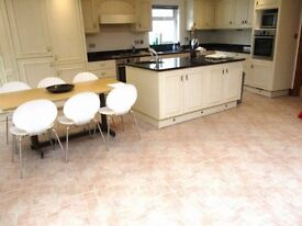 ***Lovely Villa with Double and Single rooms available Now***