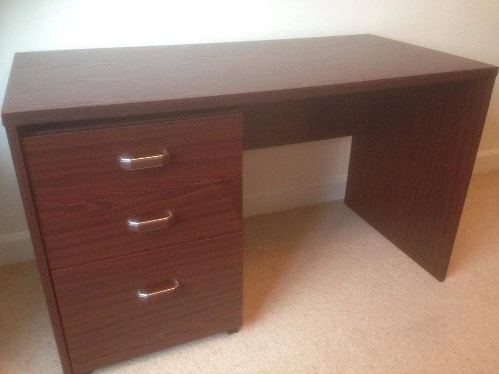 Desk with moveable drawer unit
