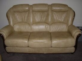 3 Piece suite immaculate condition in cream
