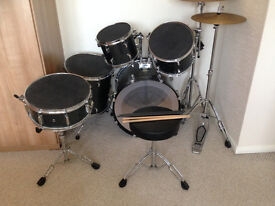 Pearl Forum 5 piece Drum kit- Great Condition