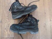 Mens steel toe cap work boots size 8 Goretex Element 2. Used.