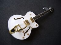 NEW GRETSCH WHITE FALCON COPY BY ALDEN SEMI ACOUSTIC GUITAR WHITE/GOLD H'WARE