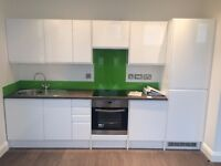 ** STOP & LOOK** Modern Contemporary Flat with Parking - Town Centre