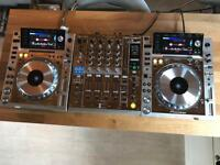 Pioneer CDJ 2000 Nexus + DJM 900 Nexus Limited Edition Platinum Set