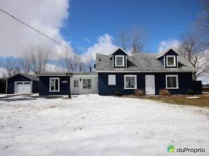 399 900$ - Maison 2 étages à vendre à Henryville
