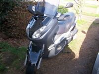 Yamaha YP250 X-max in great condition + 2 helmets + Oxford cover