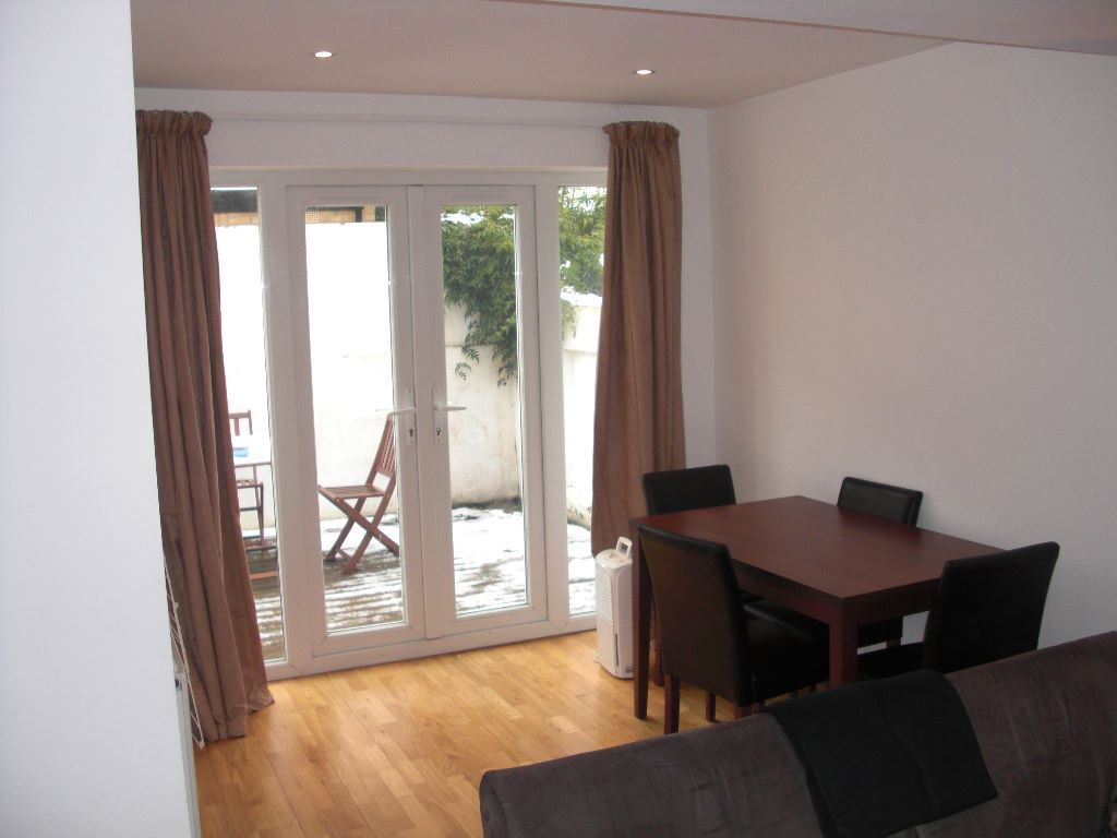 Split level 1 bed flat in popular and trendy Clapham North - £315 p/w