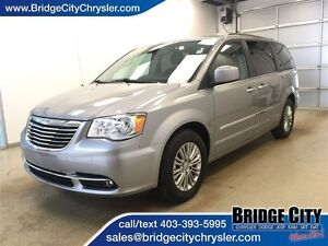 2016 Chrysler Town & Country Touring - Leather, Heated Seats, DV