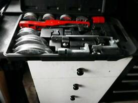 Portable pipe bender