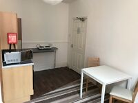 Large Modern Studio Flat, All Bills Inclusive,Fully Furnished, No Fees In Central Location.