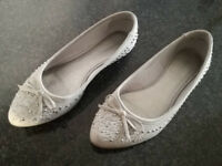 GRAY WOMENS SHOES, USED **VERY GOOD CONDITION**