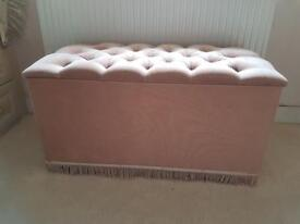 Ottoman, dusty pink colour, chenille/dralon material, very good condition