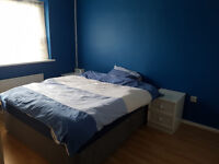 A Specious Double Room suitable for two gals to share near in New Southgate North London N11