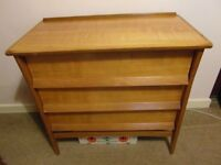 CHEST OF DRAWERS, 3 DRAWERS