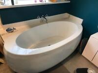 Free standing oval bath (used/good condition)