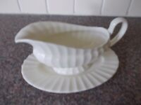 China sauce boat all one unit very good condition