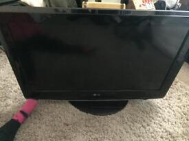 32 inch HD LG tv bulit in freeview and hdmi very good condition comes with remote