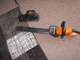 worx battery hedg trimmer with battery /charger g w c