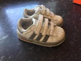 Infant boys adidas superstar strainers size 4