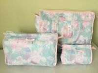 SET 3 NEW BOOTS TOILETRIES COSMETICS MAKE-UP BAGS LARGE MEDIUM SMALL PINK BLUE FLORAL COTTON