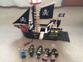 Le Toy Van Barbarossa wooden pirate ship and pirates