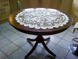 woody circled Extendable table