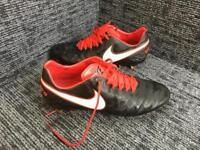 2c615532abaa NIKE TIEMPO LEGEND VI FG - DERBY DAYS EDITION BLACK WHITE UNIVERSITY RED UK