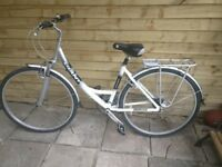 Lovely Ladies Giant Expression town bike, Size Small frame