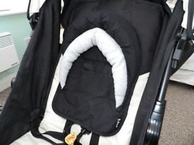Adjustable baby headrest suitable for pushchairs and car seats