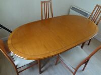 Dining Table + 4 Chairs (table extends) to six seater, Lovely Condition.