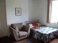 A Very Large Modern Room , 4mins to station, 20 minutes to London Bridge and Victoria stations.