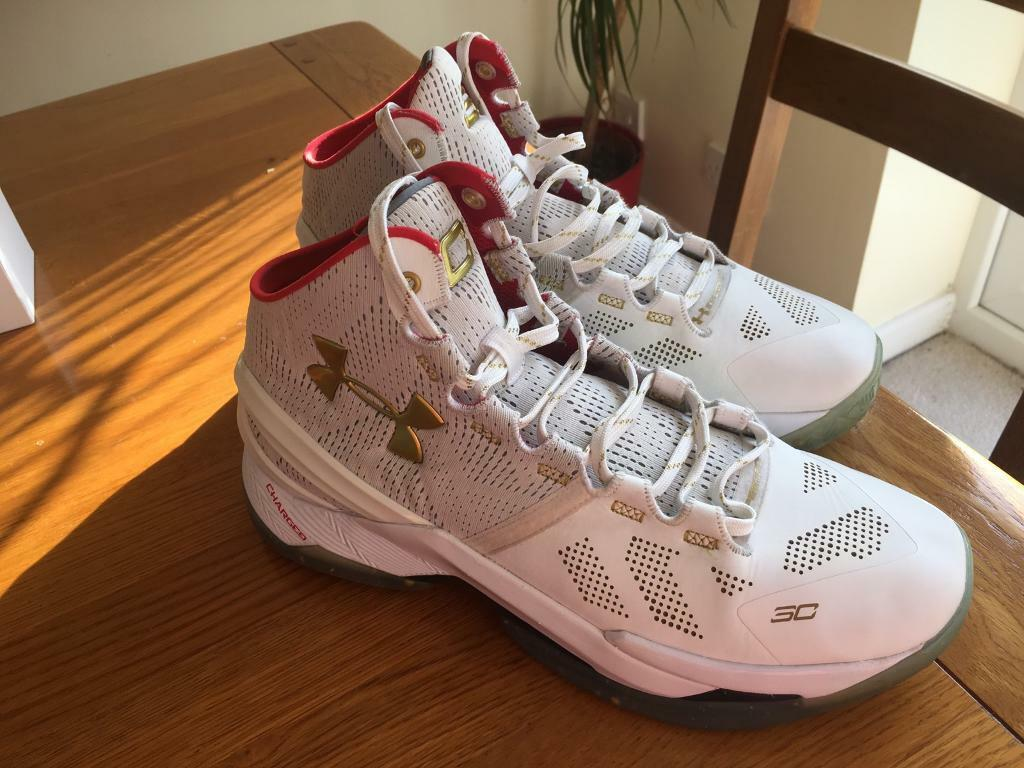 UNDER ARMOUR basketball trainers.(size 8.5)  ed546fed166c