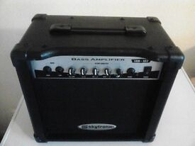 GUITAR/KEYBOARD AMP.
